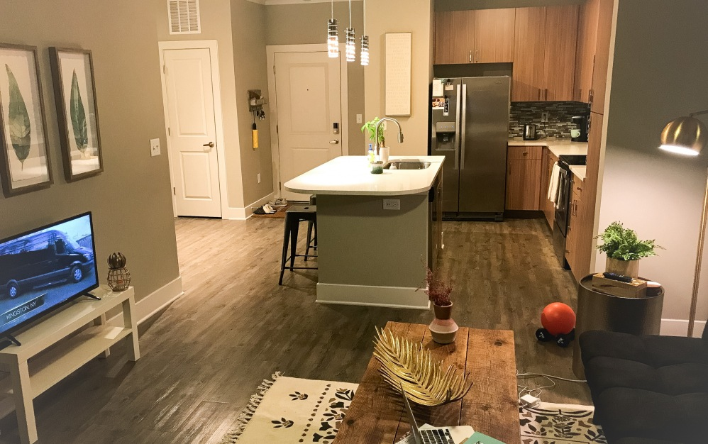 B2 - 1 bedroom floorplan layout with 1 bath and 708 square feet. (Kitchen)