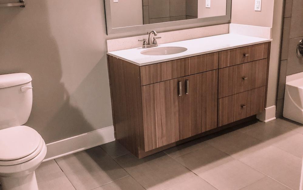 B1-HC - 1 bedroom floorplan layout with 1 bath and 750 square feet. (Bathroom)