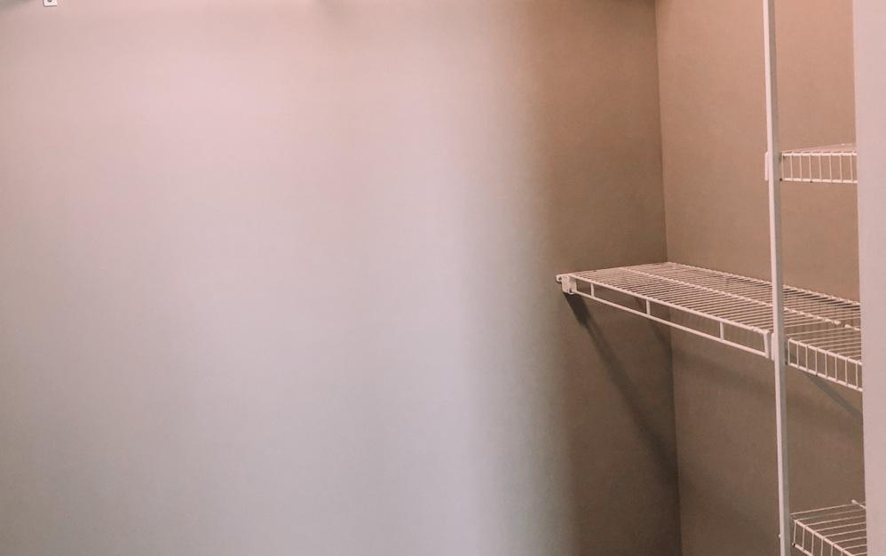 B1-HC - 1 bedroom floorplan layout with 1 bath and 750 square feet. (Walk-In Closet)